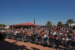 Junior Johnson e Buddy Baker, lendas da NASCAR, participam de fórum com os fãs