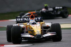 Fernando Alonso, Renault F1 Team, R28, Kazuki Nakajima, Williams F1 Team, FW30