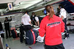 Nick Heidfeld, BMW Sauber F1 Team, Pitlane, Box, Garage