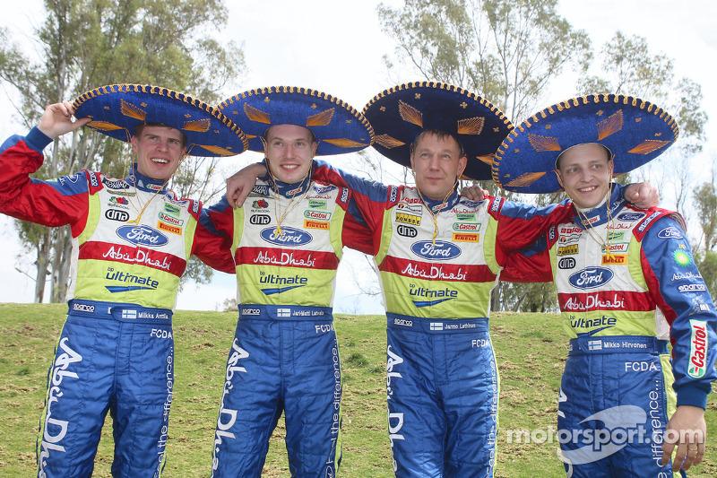BP Ford Abu Dhabi World Rally Team se divertiren antes de iniciar el 2008 Rally México: Mikka Anttila; Jari-Matti Latvala, Jarmo Lehtinen y Mikko Hirvonen