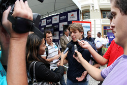 Autograph signing in the streets of Curitiba, Augusto Farfus, BMW Team Germany, BMW 320si