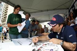 Alex Zanardi, BMW Team Italy-Spain, BMW 320si, Autograph signing in the streets of Curitiba