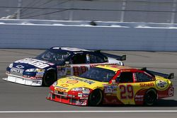 Dale Earnhardt Jr. y Kevin Harvick