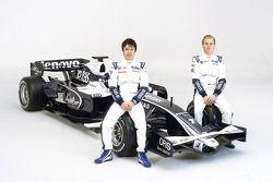 Kazuki Nakajima en Nico Rosberg met de nieuwe Williams FW30