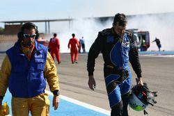 Andrea Chiesa ritiorna in pit-lane dopo l'incendio sulla #94 Speedy Racing Team Spyker C8 Laviolette