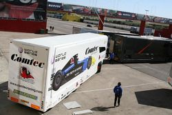 The World Series by Renault 3.5 litre test session has been immediately stopped because the pit roof