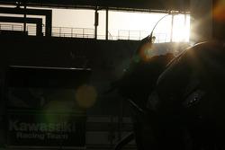 Восход из гаража Kawasaki Racing Team