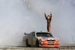 Sieger Kyle Busch jubelt