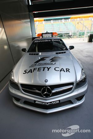 The new 2008 Safety Car SL 63 AMG / Mercedes-Benz