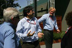 Pasquale Lattuneddu, FOM, Formula One Management, Ron Walker, Australian Grand Prix Corporation Chairman