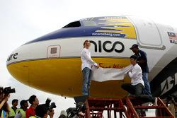 Lanzamiento del avión de pasajeros de
