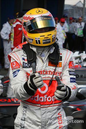 Ganador de la pole Lewis Hamilton, McLaren Mercedes