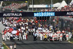 Cars and teams on the grid