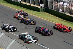 Старт гонки: Кими Райкконен, Ferrari F2008, Себастьян Феттель, Toro Rosso STR02, и Дженсон Баттон, Honda RA108