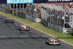 Тимо Глок, Toyota F1 Team, TF108, едет впереди Адриана Сутиля, Force India F1 Team, VJM-01