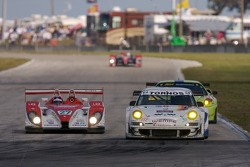Horag Racing Porsche RS Spyder : Fredy Lienhard, Didier Theys, Jan Lammers; VICI Racing Porsche 911 GT3 RSR : Uwe Alzen, Craig Stanton, Nathan Swartzbaugh