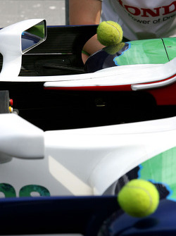 Tennis balls to protect aerodynamic devices ve sharp edges, Honda Racing F1 Team, RA108