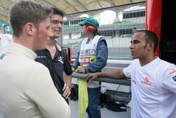 Lewis Hamilton, Champion GP2 Series 2006, discute avec Romain Grosjean
