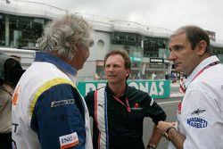 Flavio Briatore, Bruno Michel and Christian Horner discuss on the grid