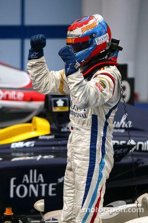 Vitaly Petrov fête sa victoire