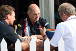 Takım Patronu Christian Horner, chief technical officer Adrian Newey ve Motorsporları Danışmanı, Red
