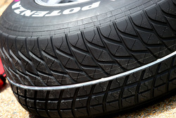 White line, Bridgestone extreme wet tyre to show difference between Extreme wet ve normal wet tyres