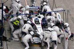 Nick Heidfeld, BMW Sauber F1 Team during pitstop