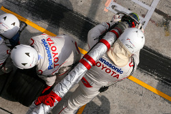 Toyota Team F1 mechanics before pit stop
