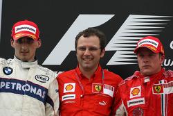 Podio: ganador de la carrera Kimi Raikkonen, segundo lugar de Robert Kubica y Stefano Domenicali, Sc