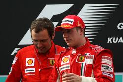 Podio: ganador de la carrera Kimi Raikkonen y Stefano Domenicali, Scuderia Ferrari, Director deporti