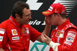 Podium: Sieger Kimi Räikkönen mit Stefano Domenicali