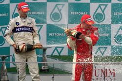 Podio: ganador de la carrera Kimi Raikkonen y segundo lugar de Robert Kubica
