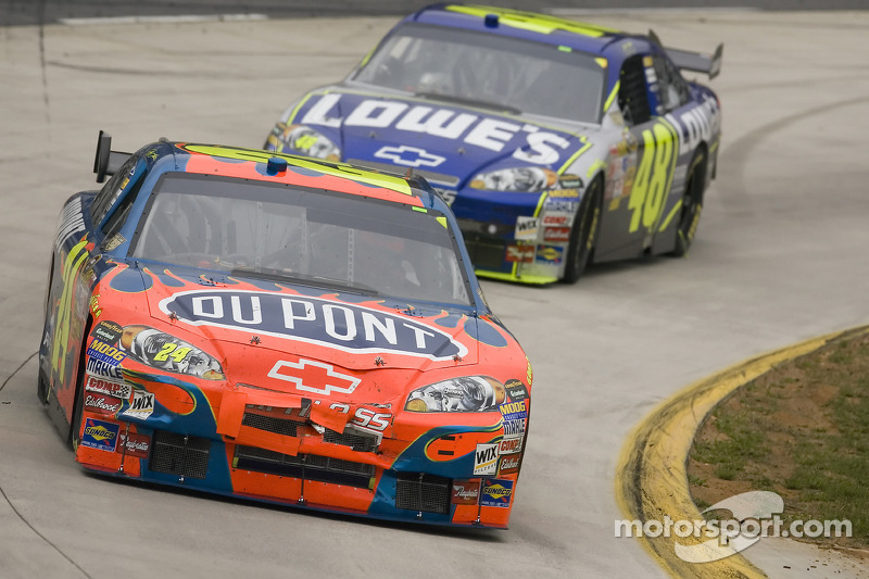 Jeff Gordon devant Jimmie Johnson