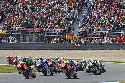 Start: Dani Pedrosa and Nicky Hayden battle for the lead
