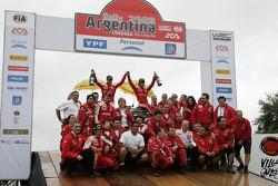 Sébastien Loeb et Daniel Elena fêtent leur victoire