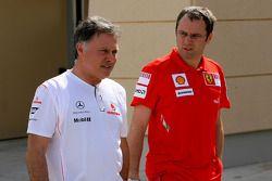 Dave Ryan, Directeur Sportif de McLaren Mercedes, avec Stefano Domenicali, Team Principal de la Scuderia Ferrari