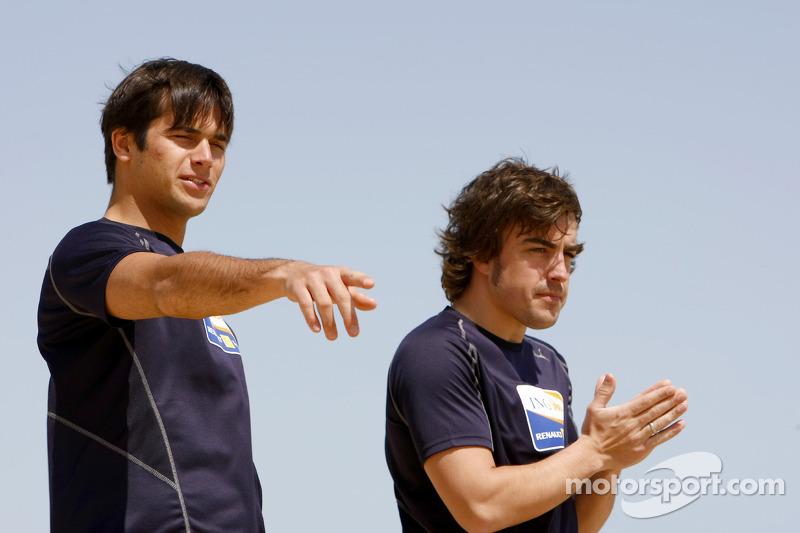 Renault F1 kampı Bahreyn: Nelson A. Piquet, Renault R28 ve Fernando Alonso, Renault R28
