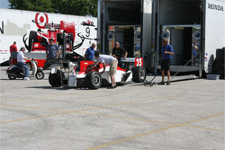 Car of Townsend Bell is unloaded