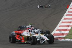 Адриан Сутиль, Force India F1 Team, VJM-01 повредил переднее антикрыло