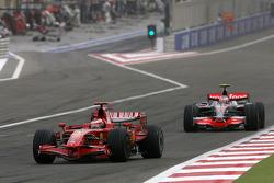 Kimi Raikkonen, Scuderia Ferrari, Heikki Kovalainen, McLaren Mercedes