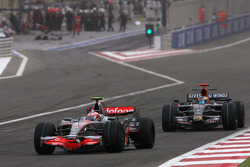 Heikki Kovalainen, McLaren Mercedes, Sebastien Bourdais, Scuderia Toro Rosso