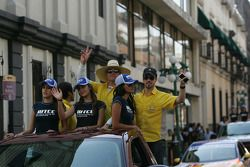 Fiesta en la ciudad de Puebla con pilotos y equipos