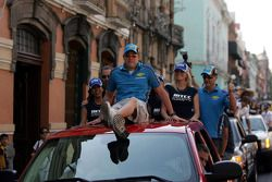 Parade in the city of Puebla with teams and drivers, Robert Huff, Chevrolet, Chevrolet Lacetti