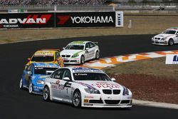 Andy Priaulx, BMW Team UK, BMW 320si WTCC and Robert Huff, Chevrolet, Chevrolet Lacetti