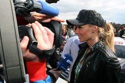 Cora Schumacher, wife of Ralf Schumacher, on the grid