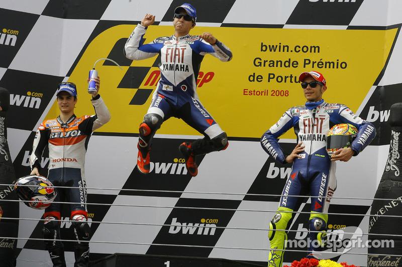 Jorge Lorenzo sur le podium avec Dani Pedrosa et Valentino Rossi