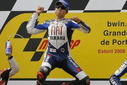 Podio: el ganador de la carrera, Jorge Lorenzo, celebra