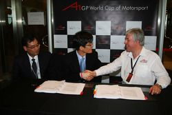 Harry Lee with the new A1 Team Korea Seat Holder Joshua Kim and David Clare, CEO Asian Region