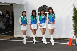 Honda Welcome Party: charming Twin Ring Motegi girls