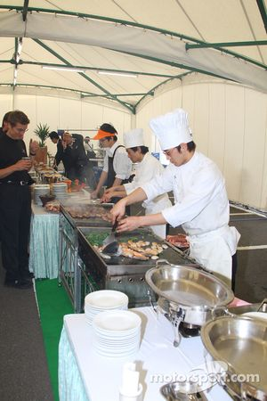 Honda Welcome Party: a chef prepares a delicious meal